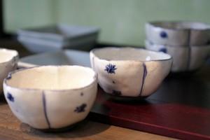 太田 良二 藍粉引輪花鉢 2,100円(税込)